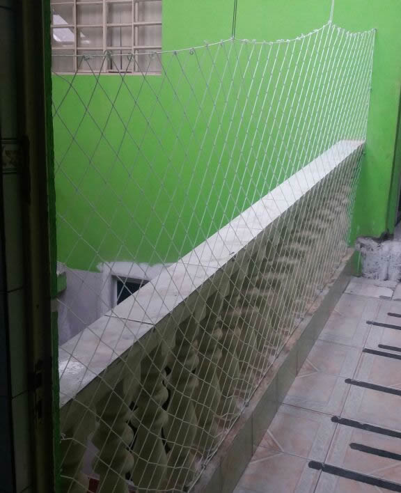 Instalação de rede de proteção no Atuba